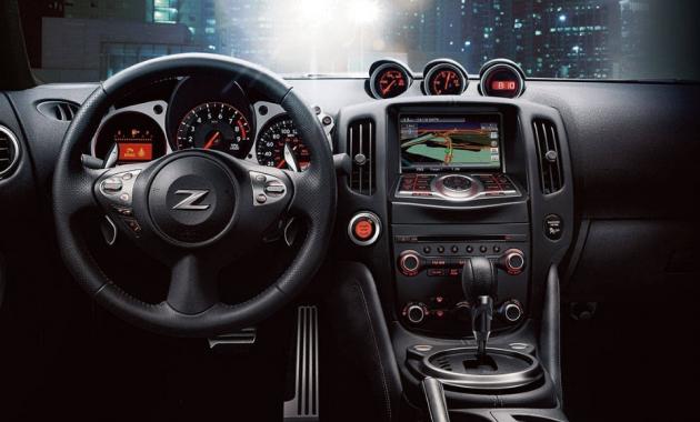 2018 Nissan 370Z Interior